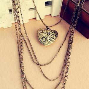 תכשיט וינטג' בצורת לב חלול