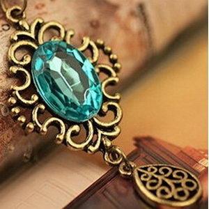 תליון טיפה כחולה ושרשרת
