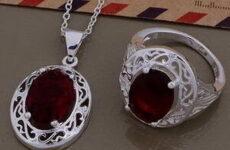 סט לאישה - שרשרת וטבעת בסגנון ויקטוריאני